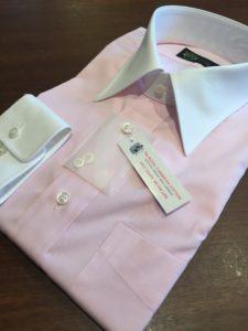 ピンク色のクレリックシャツのオーダー事例:in横浜オーダースーツのナガサカ