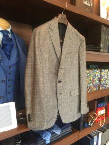 BOGLIOLI(ボリオリ)のジャケットのお直し事例。着丈・袖丈・胴回りを詰めて細めにスッキリ。in安心の低価格・横浜オーダースーツ&リフォームのナガサカ