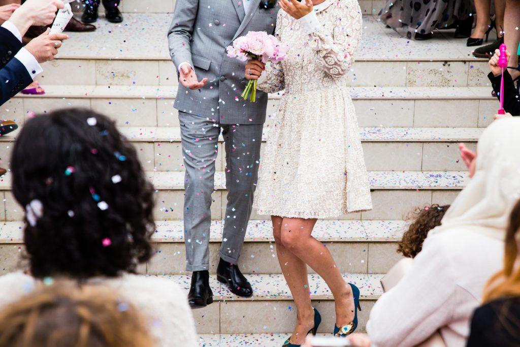横浜で結婚式用(ウェディング)の新郎の衣装(タキシード)を安心価格でオーダー。「横浜オーダースーツのナガサカ」