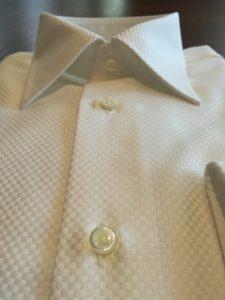 高級シャツ生地を使ったオーダーシャツにワンポイント刺繍でアクセントを!