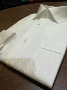レノクロス(絡み織り)の涼しい夏シャツ。