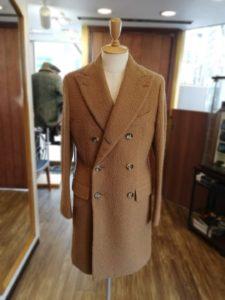 イタリア高級ブランド「イザイア」のカセンティーノの素材を使ったコートの袖丈詰め