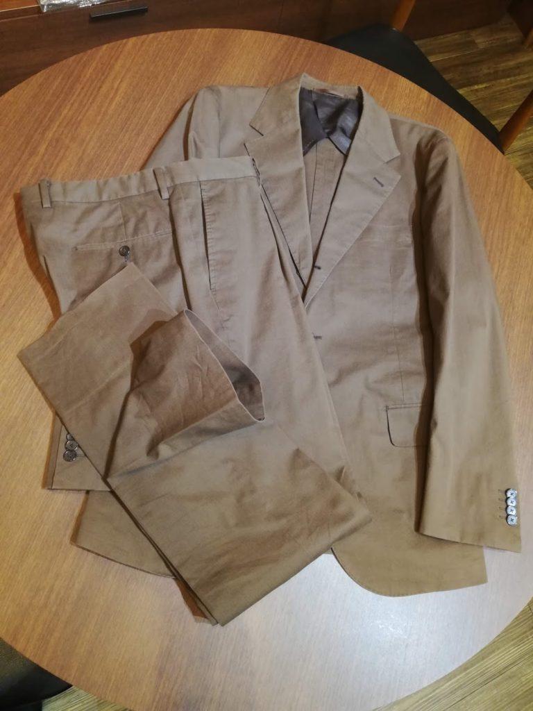 シップスで購入されたカジュアルスーツのお直し事例。ベージュのコットンスーツ。