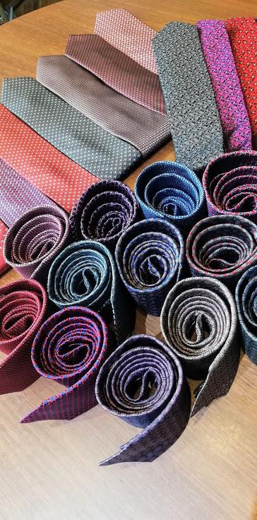 今年のナガサカのネクタイは渋くてカッコいいです、、、、、