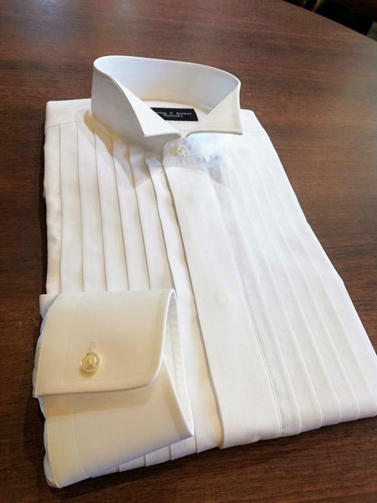 タキシードの下に着るオーダーウイングカラーシャツの出来上がりのご紹介。国産生地¥17,500+税の事例